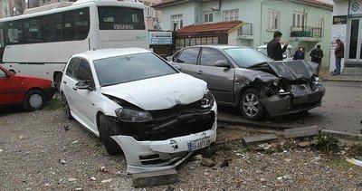 Konya'da işçi servis midibüsü 8 araca çarptı!