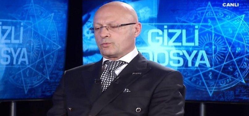 Son dakika: Erol Mütercimler Haliç Üniversitesi'nden istifa etti