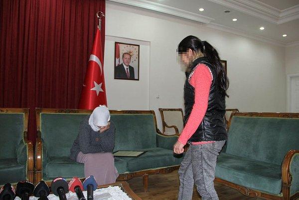 Son dakika: Diyarbakır'daki evlat nöbeti: HDP binası önündeki 2 aile daha evladına kavuştu 1