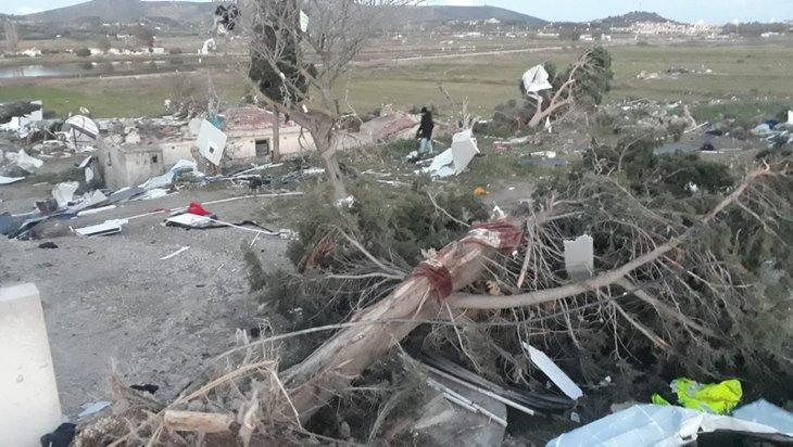 Son dakika: İzmir'de görülmemiş felaket! Hortum araçları 10 metre havaya kaldırıp binaların üzerinden savurdu