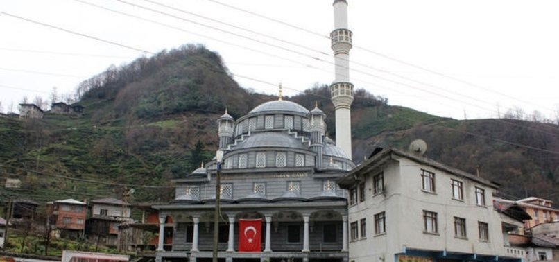 'İFTARA GİDEN İMAMLAR EZANI UNUTTU' İDDİASI