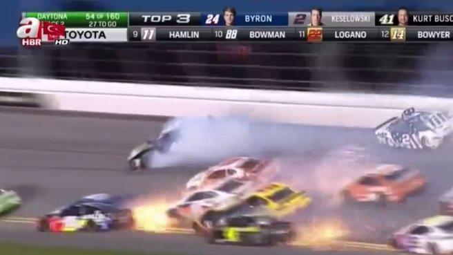 Otomobil yarışlarında zincirleme kaza!