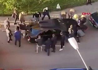 Yanlış yere park etti hayatının şokunu yaşadı! İtfaiye aracını engelleyen otomobil...