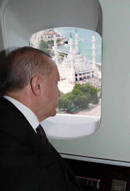 Başkan Erdoğan'ın açılışını yaptığı Uzun Mehmet Camisi'nde ilk Cuma namazı kılındı