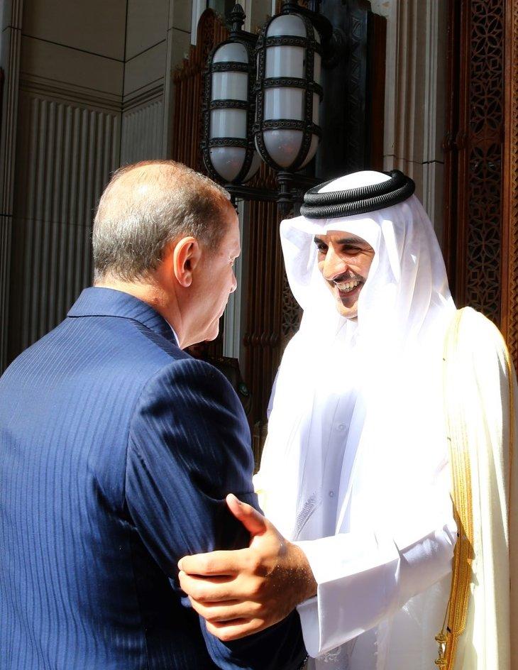 Cumhurbaşkanı Erdoğan, Katar Emiri Şeyh Temim tarafından törenle karşılandı