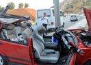 Kahramanmaraş'ta elektrik direğine saplanan otomobilden sağ çıktı | Video