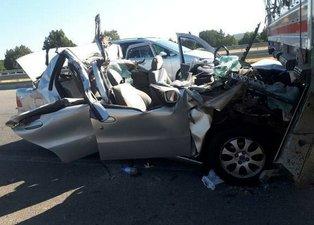 Kütahya'da otomobil, TIR'a arkadan çarptı: 2 ölü, 4 yaralı