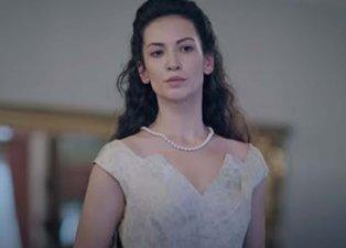 Kırmızı Oda'da Alya'nın annesini oynayan Cemre Melis Çınar yaşıyla herkesi şaşırttı! Cemre Melis Çınar kaç yaşında?