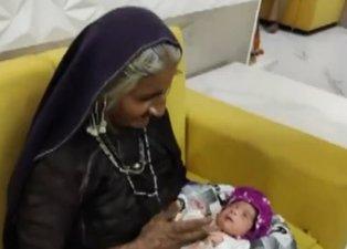 Doktorlar mümkün değil dedi! İmkansızı başardı: Jivunben Rabari 70 yaşında ilk kez anne oldu