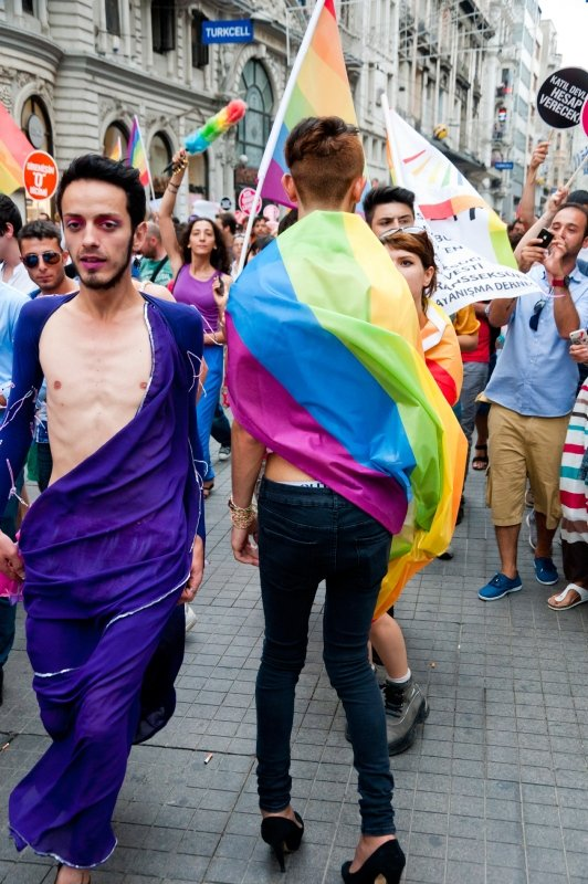 Son dakika: Büyüyen tehlikenin adı: LGBT! Anne babalar dikkat! Topluma eşcinselliği dayatıyorlar