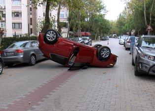 İstanbul'da görenleri hayrete düşüren kaza! Otomobil ara sokakta ters döndü
