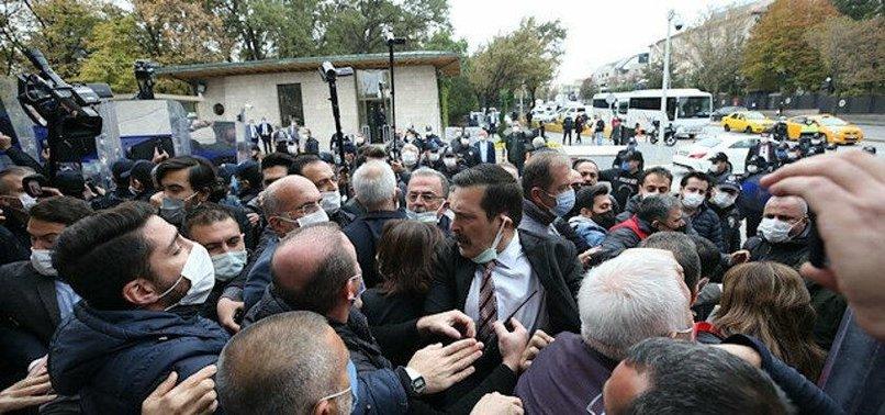 CHP ve HDP'li vekiller koronavirüs nedeniyle ziyaretçi kabul edilmeyen TBMM'ye DİSK üyelerini zorla sokmak istediler
