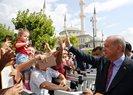 Başkan Erdoğan, cuma namazı sonrası vatandaşlarla sohbet etti