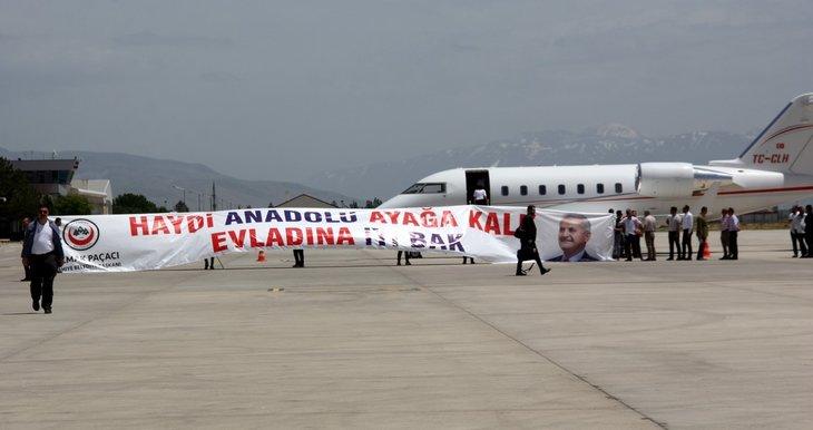 Erzincan'da Binali Yıldırım'a büyük ilgi! Yıldırım'ın yüzlerce hemşehrisiyle tokalaşması 1 saat 8 dakika sürdü