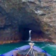 Dünyanın en uzun ikinci deniz mağarası! İçinden şelale akan mağaradan botla geçtiler