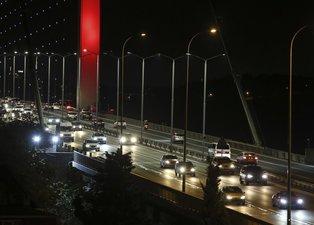 Sokağa çıkma kısıtlaması bitti İstanbul'da trafik yüzde 20 oldu