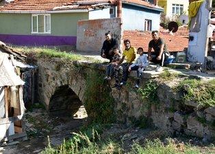 Edirne'de tarihi Taş Köprü'sü kaderine terk edildi! Yapılaşmanın arasında kayboldu