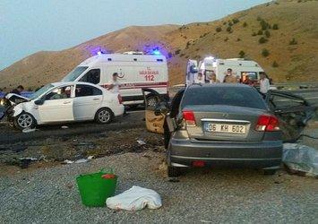Adıyaman'da iki otomobil çarpıştı: 3 ölü 4 yaralı
