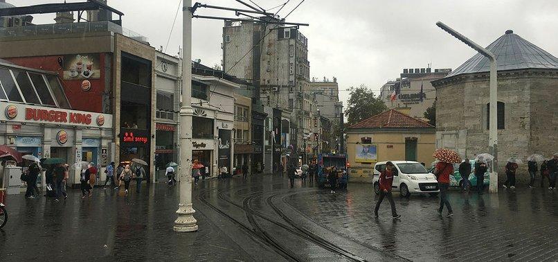 İSTANBUL'DA BEKLENEN YAĞIŞ BAŞLADI