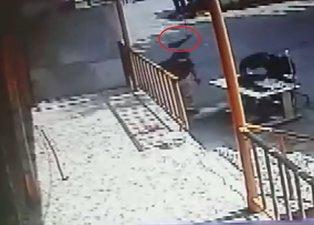 Son dakika: İstanbul Sultangazi'de dehşet anları kamerada! Başına caraskal düşen adam hayatını kaybetti