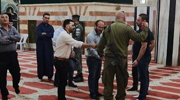 İsrail'den ibadet edenlere saldırı!
