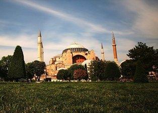 Ayasofya Camii ibadete açıldı! İşte sosyal medyada karara gelen yorumlar