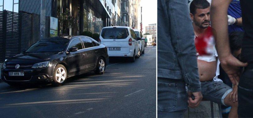 Taksim'de değnekçi terörü! Makbuz istedi diye küfür edip bıçakladı