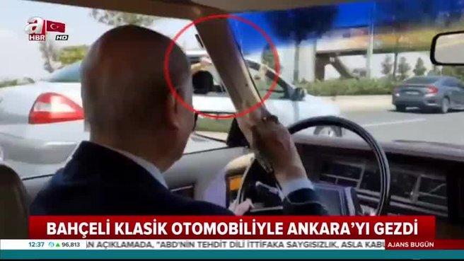 Bahçeli klasik otomobiliyle Ankara'yı gezdi