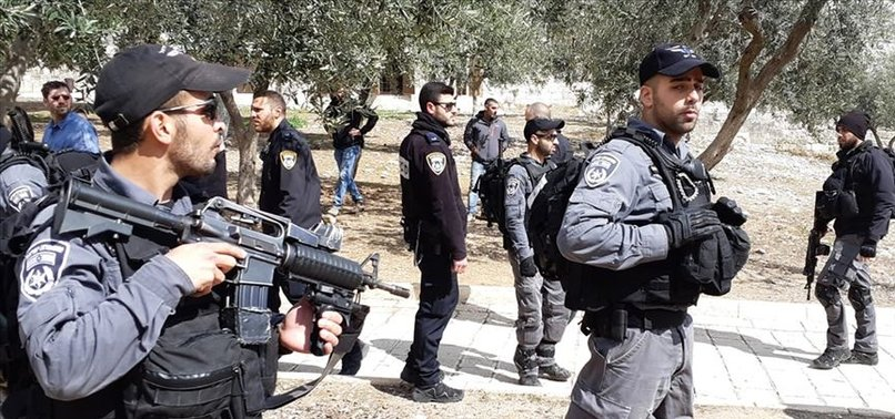 İSRAİL POLİSİ İMAMLARA SALDIRDI