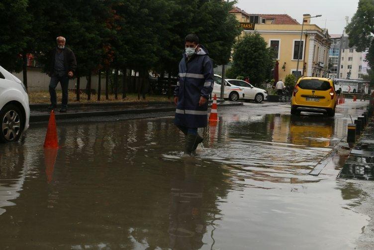 Samsun ve Bursa'yı sağanak vurdu! Yollar göle döndü, ağaçlar kırıldı, taşlar yerinden söküldü