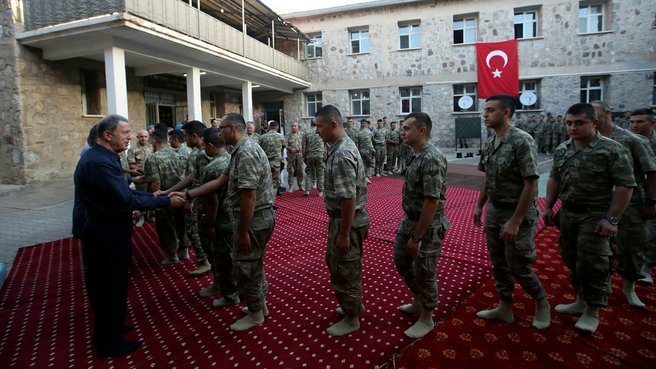 Hulusi Akar ve komuta kademesinden Aktütün'e bayram ziyareti