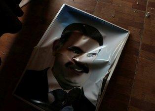 Teröristlerin inlerine astıkları Öcalan posterleri indirildi