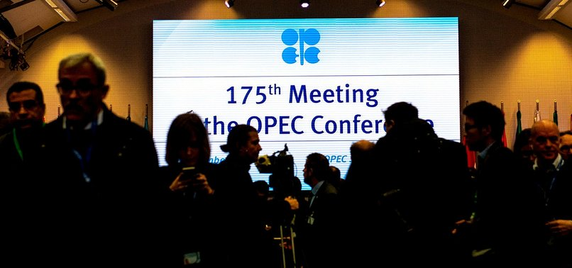OPEC'TEN KARAR: PETROL ÜRETİMİNİ AZALTMAK İÇİN...