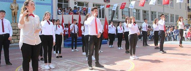19 Mayıs Marşı'nı işaret diliyle okudular