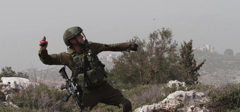 İSRAİL POLİSİ BEBEKLİ ÇİFTİN ÜZERİNE GAZ BOMBASI ATTI
