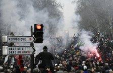 Fransa sokakları savaş alanına döndü!