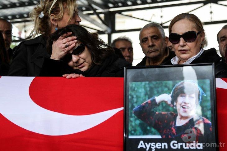 Ayşen Gruda'nın cenazesinden gözler Şener Şen'i aramıştı! Usta sanatçının o görüntüleri ortaya çıktı