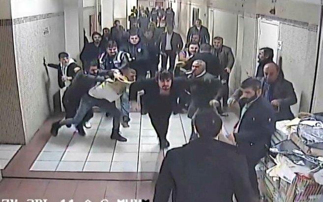 Bakırköy Adliyesi'nde mahkeme salonu önünde avukata saldırı