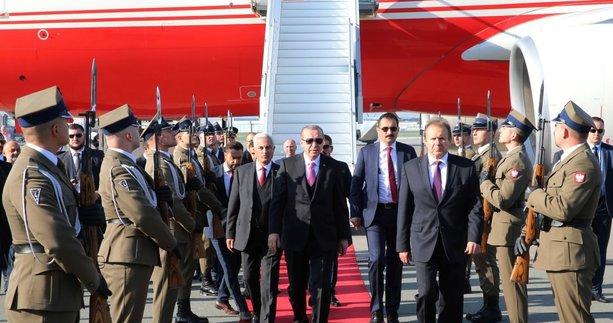 Cumhurbaşkanı Erdoğan, Polonya Cumhurbaşkanı Duda tarafından resmi törenle karşılandı