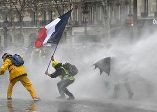 Sarı yelekliler yine sahnede! Paris meydan savaşı
