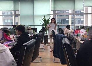 Ofiste yaptığıyla herkesi kendine hayran bıraktı