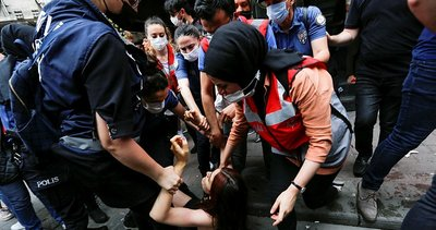 CHP LGBT'leri savunmak için Türk polisine hakaret etti