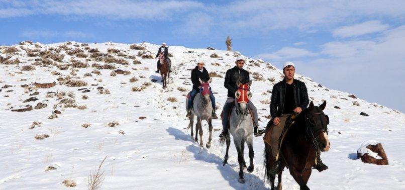 Erzurum'da atlı hafızlar 'Binbir Hatim' geleneğini başlattı