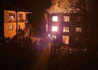 Düzce'de 3 katlı ev kül oldu! 2 kişi yaralandı