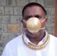 Son dakika: 30 bin TLlik maske ile koronavirüsten korunan iş adamı