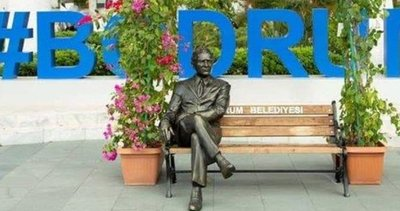 CHP'li Bodrum Belediyesi'nin 'bankta oturan Atatürk heykeli' tartışma yarattı