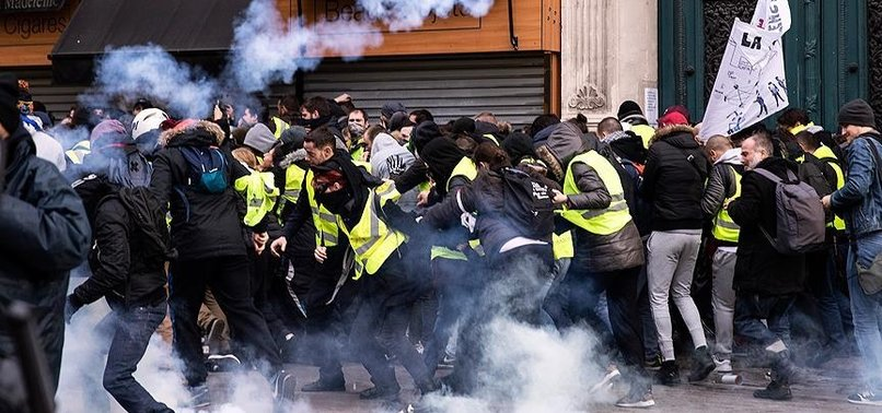 SON DAKİKA: FRANSA'DA SARI YELEKLİLERİN GÖSTERİSİ YASAKLANDI