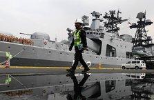 Rus savaş gemileri oraya demirledi