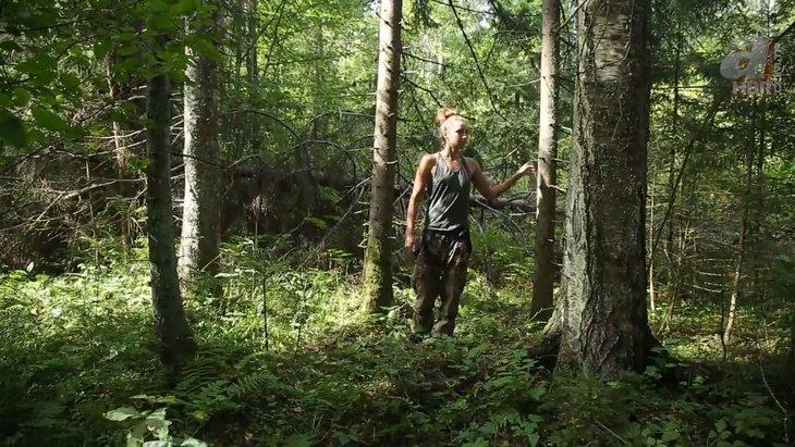 Kadın maceracı ormanda streçten öyle bir şey yaptı ki görenler şaştı kaldı