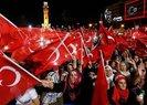 MEYDANLARDA 'DEMOKRASİ NÖBETİ' DEVAM EDİYOR